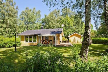 Härlig stuga i Ystads Sandskogen - Ystad - Бунгало