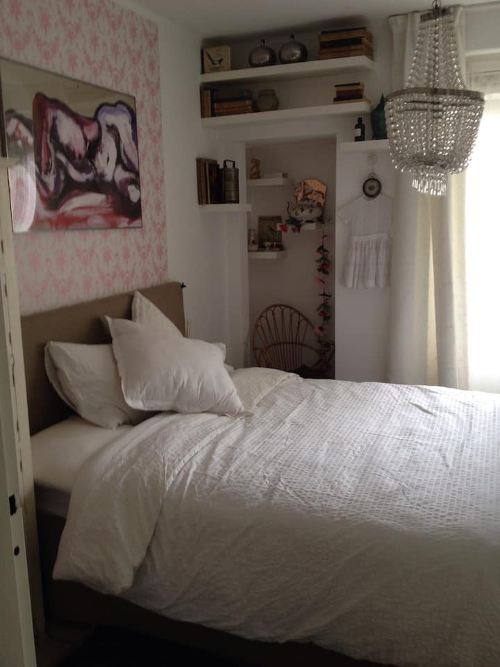 Nice sunny room!