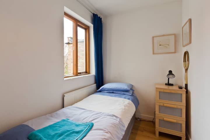Cosy Single Room in arty Chiswick