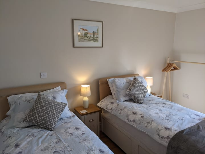 Private twin room minutes from Belvoir Castle