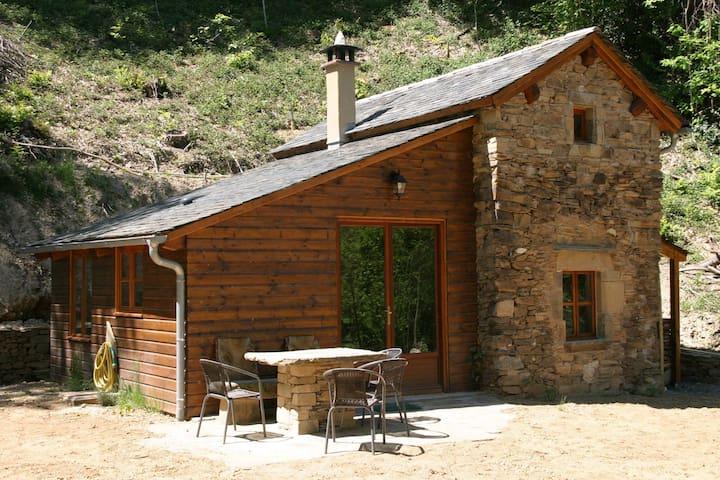 Romantisch boshuisje Foncombe in de Aveyron - Coupiac - 一軒家