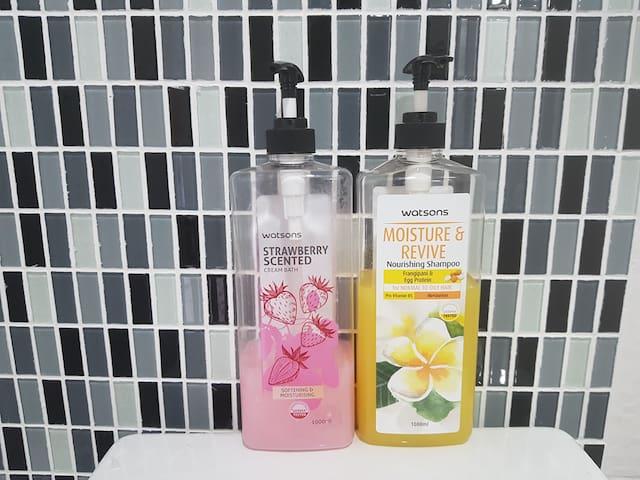 Shampoo and cream baht