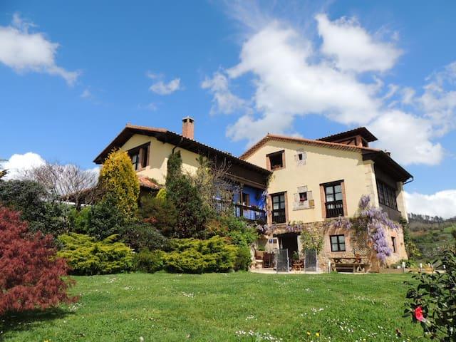 Habitación con vistas a los Picos de Europa - El balcón de los picos