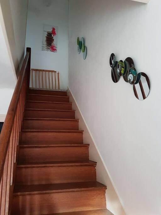 escalier. acces aux chambres.