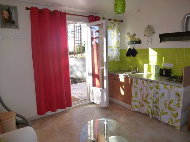 Nice studio in a quiet area - Saint-Vallier-de-Thiey - Appartement
