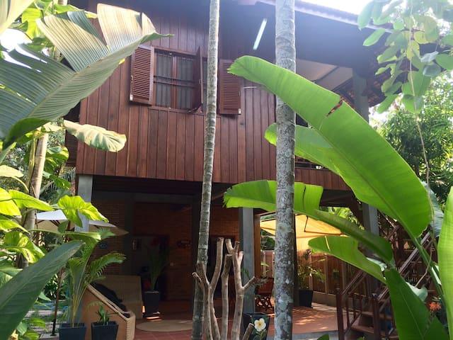 Entire Gekko Villa + free pick up - Krong Siem Reap - Dom