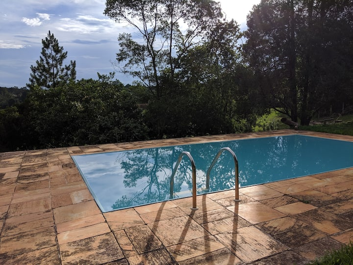 Casa em chácara: temporada, piscina, churrasqueira