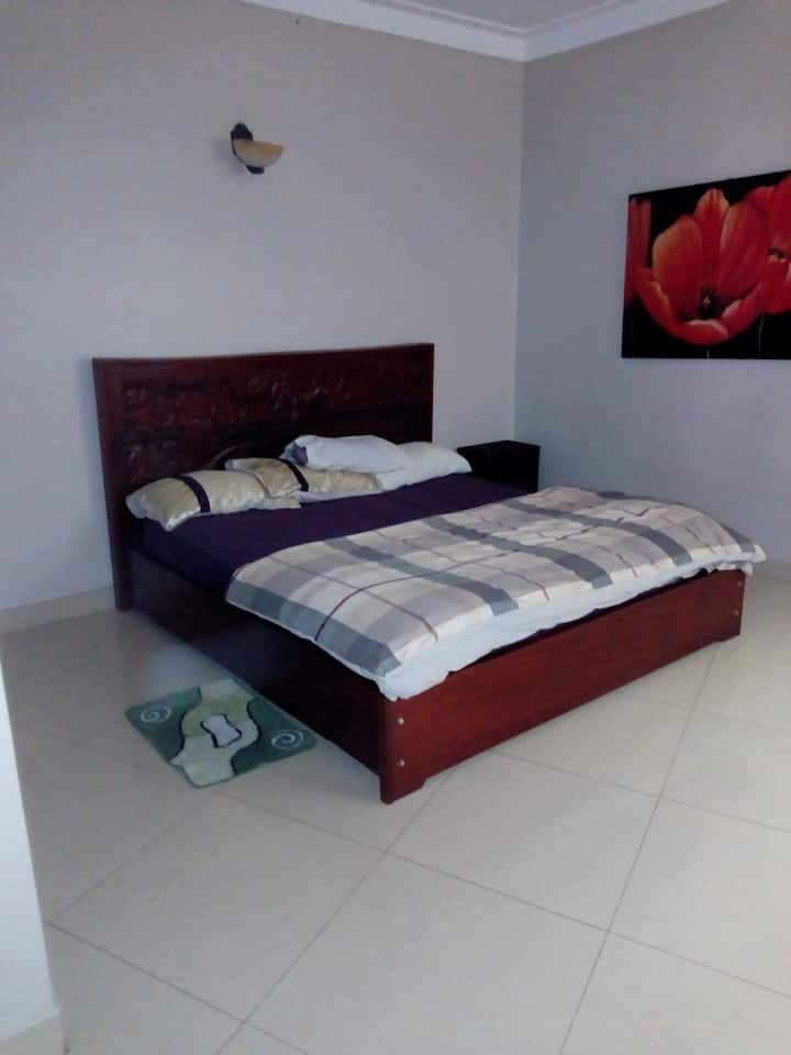 Private self contained master bedroom for holiday