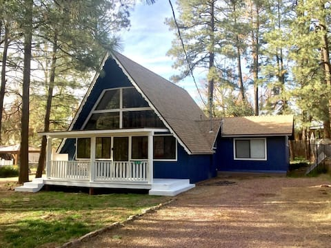 2 bed + loft, 2 bath cabin in scenic small town