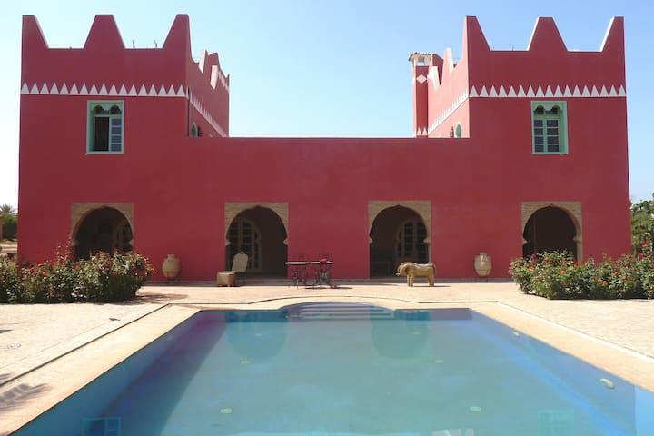 Villa quality, pool, quiet, cook option