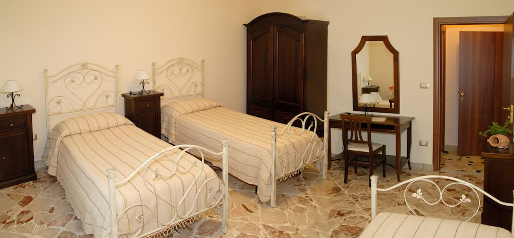 double room for single use - Riposto - Bed & Breakfast