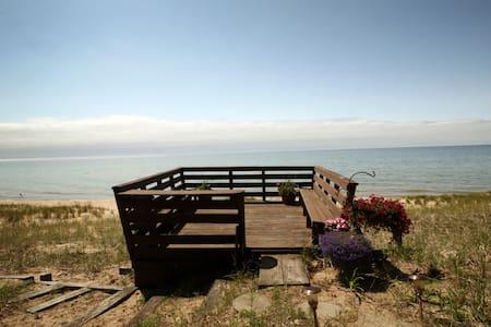 Hidden Lake Michigan Beach Chalet - Onekama