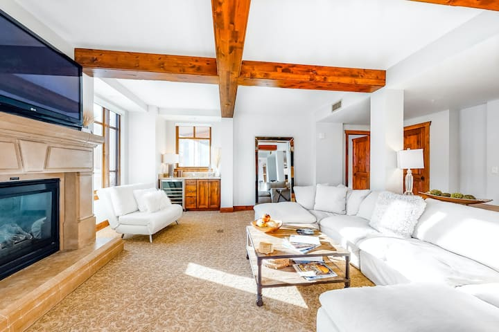 Luxury Condo with Resort Amenities/Views/Ski-In-Ski-Out/Individual Fireplaces