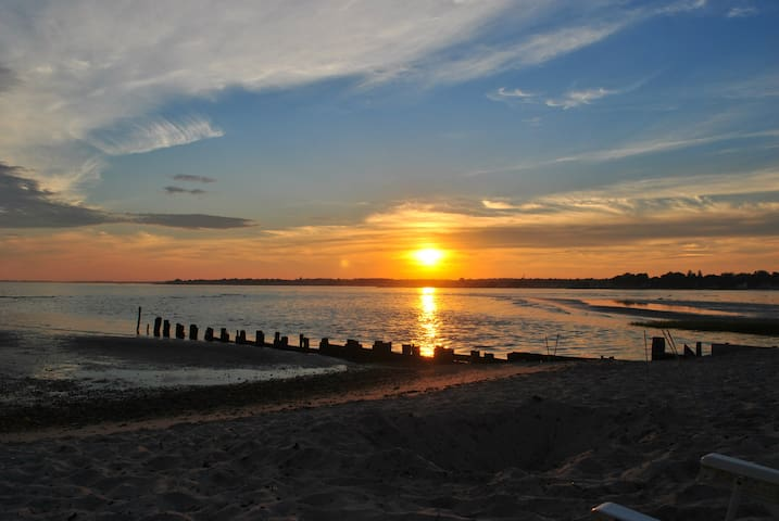 Cozy Waterfront Beach Cottage - Old Saybrook - House