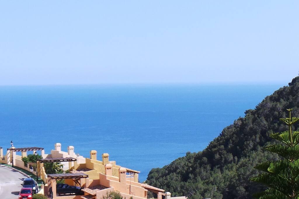 La espectacular vista del porche: Mar y Montaña.