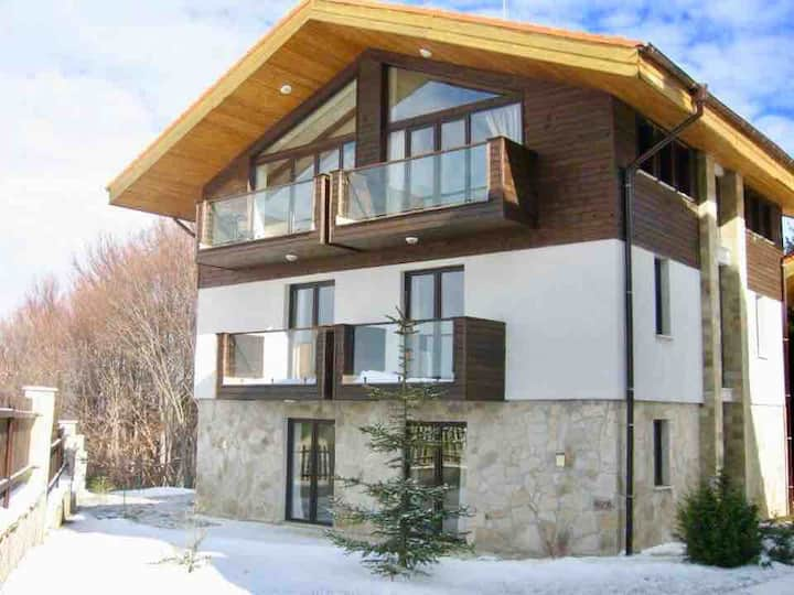 Luxury Ski Chalet+Sauna+Mountain Views. Borovets