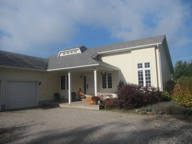Custom Built Country Home - Goderich - Haus