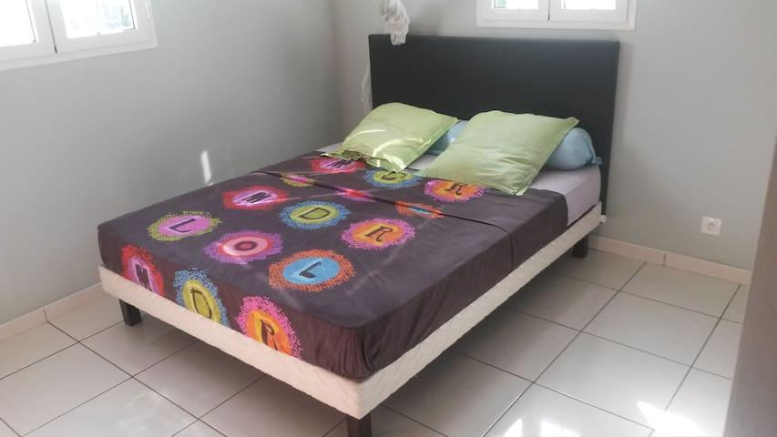 Chambre simple chez l'habitant - Baie Mahault - Hus