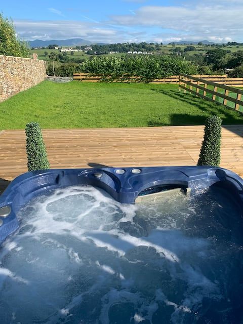 Luxury Cottage, views of the Lakes with Hot Tub