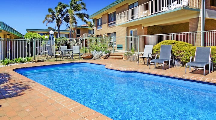 4/1 Marine Parade- Great Location!