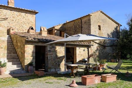 Pozzo apartment in Montecaprili - Villa