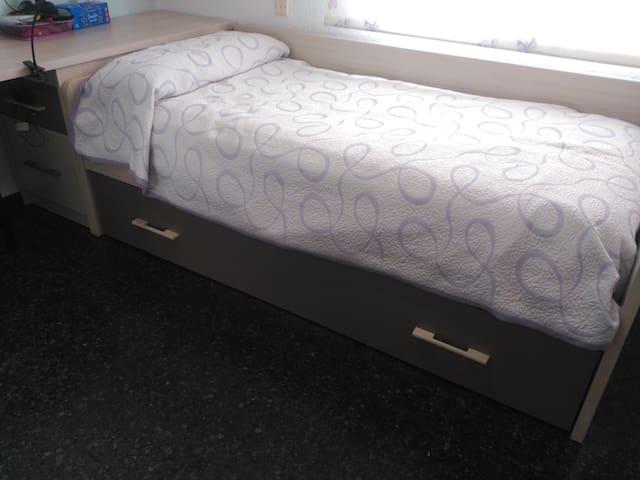 Habitación cómoda y luminosa para adultos/as - Valencia - Hus