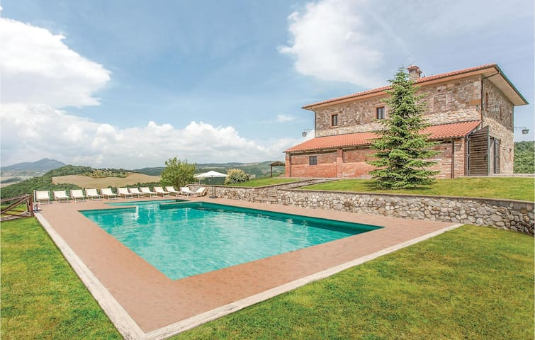 Holiday cottage with 6 bedrooms on 300 m² in Acquapendente VT