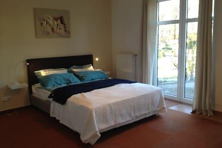 Schönes Zimmer in Einfamilienhaus - Binz - Casa