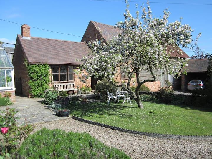 Garden Cottage, Corse Lawn, Glos