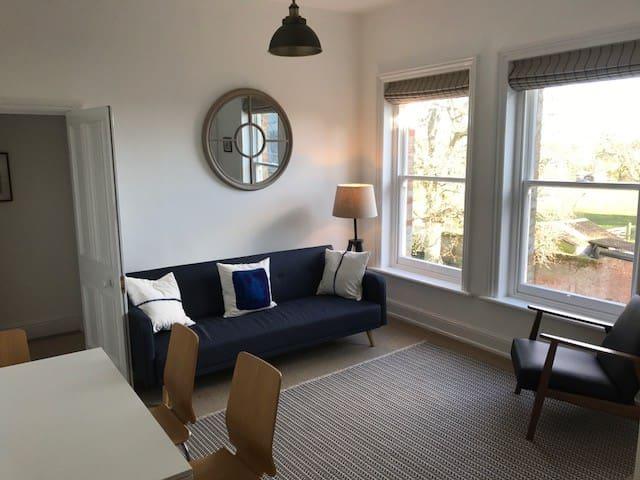 Lymington Flat To Rent Rooms
