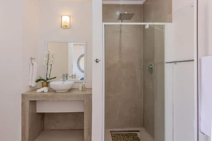 Seeplaas Guesthouse: Mountain View Room 2