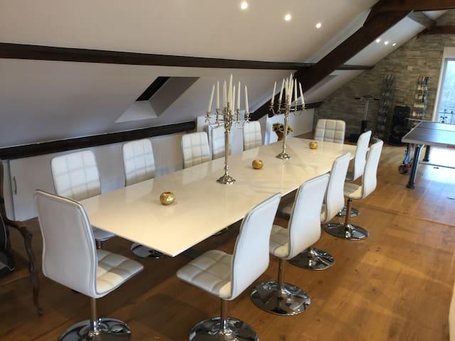 Grande table pour 12 personnes