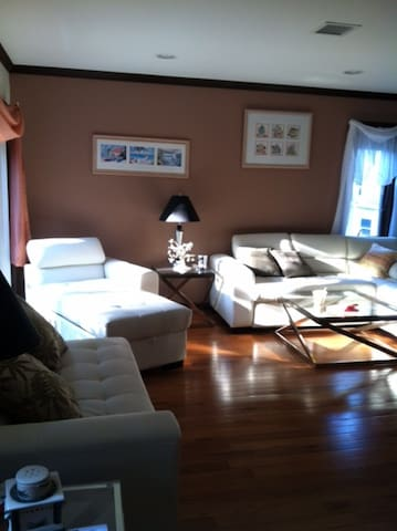 Only 13mi to NYC, without the cost! - Paramus - Appartement