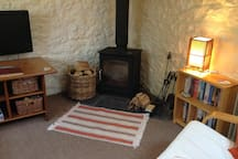 Detached secluded cottage with wood burning stove