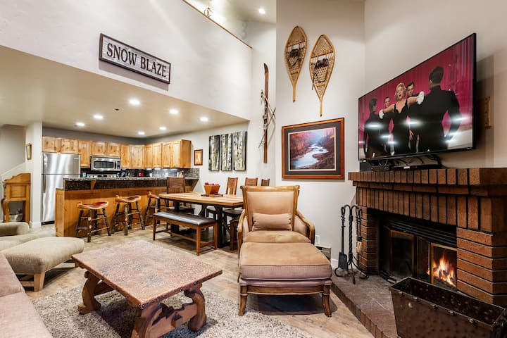 SANITIZED-Steps from Park City Mountain Resort! Charming and Rustic Condo w/ HOT TUB, POOL, and Stunning Views - One Block from Free Transit Stop
