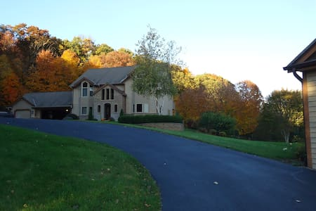 House on the hill, 6 miles from 2017 US OPEN - Hartford - Huis