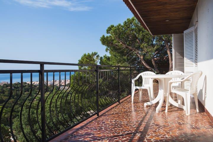 Duplex Apartment in cosy sea-view Villa
