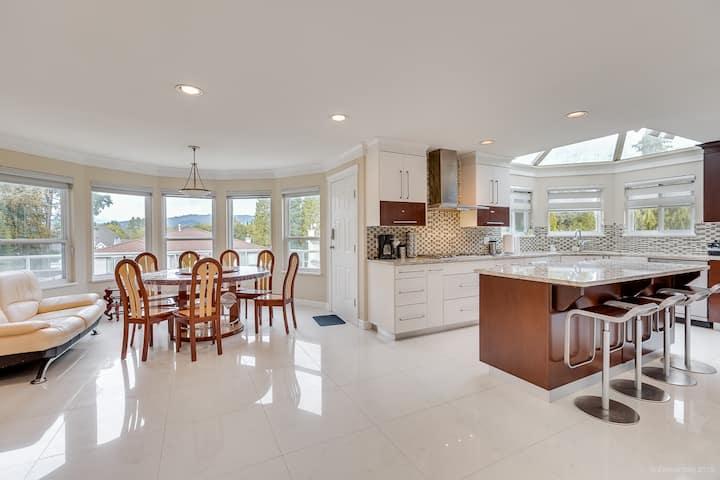 Very Large Luxury 7 Bedroom house -  4000 sqft