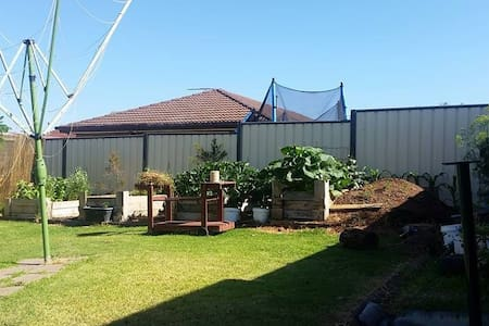 Private room in 3 bedroom house - Wyndham Vale