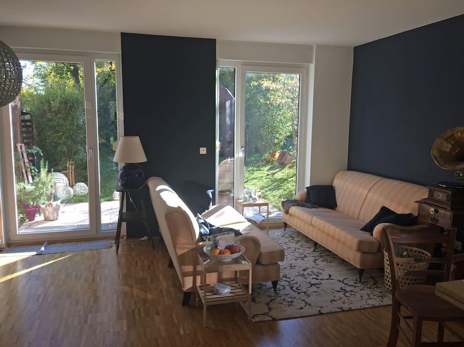 Wohnzimmer mit Garten