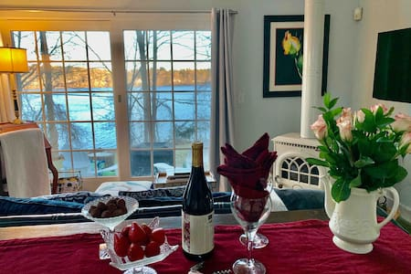 The Cottage by the Lake: Hudson Valley Indulgence