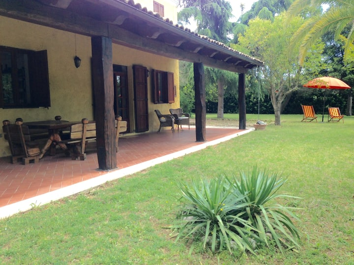 Countryhouse 10min from the beach, private garden