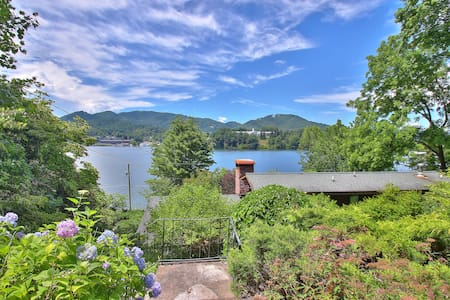 Stone Cottage (#2): Lake Views & UV Sanitizer HVAC