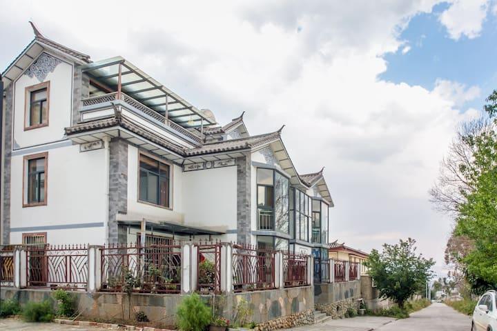 近古城苍山下阳光明媚安静舒适的复式大三居 - Dali - Apartment