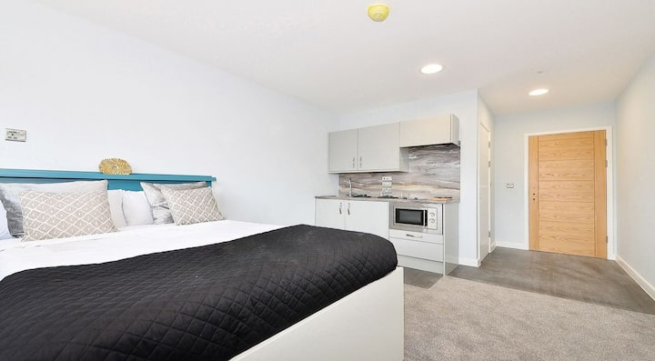 Student Only Property: Sophisticated PREMIUM ACCESSIBLE STUDIO - LOS 12 months 10% off