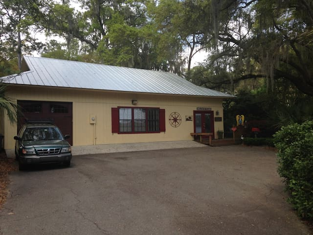Comfy Cottage in Funky Bluffton, SC - Bluffton - Dom