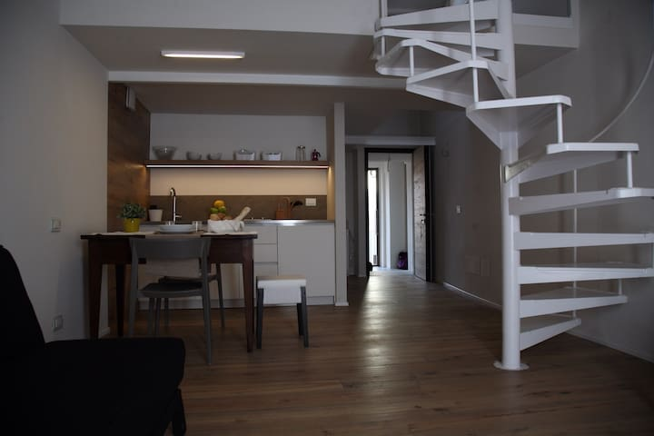 Loft32B (in a typical house in the centre)