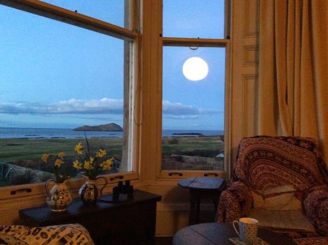 North Berwick flat with sea view
