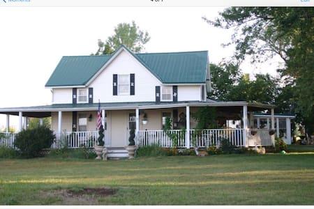 1890s Farmhouse, 25mins to K.C. MO - Ház