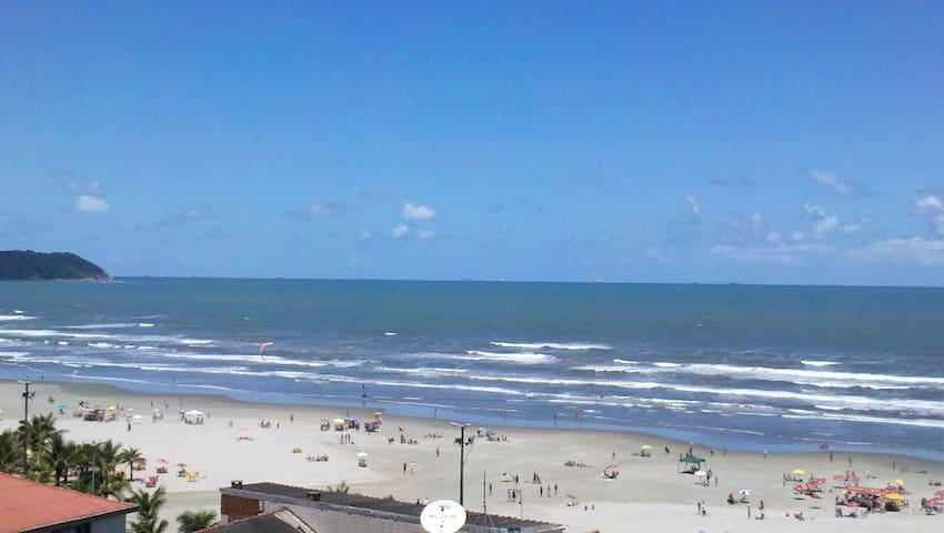 Vista pela sacada para praia com Wi-Fi